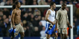 Ronaldinho (kiri), Paulo Ferreira (tengah), dan Samuel Eto'o.